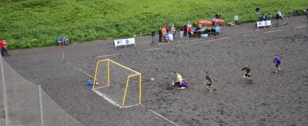 На Камчатке вновь сыграли в пляжный футбол