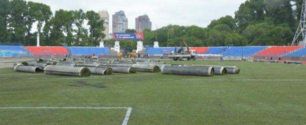 Новое футбольное покрытие доставили в Хабаровск